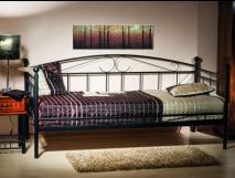 pat-divan-metalic-negru-o-persoana-peru